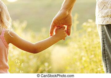 genitore, prese, il, mano, di, à, piccolo, bambino,