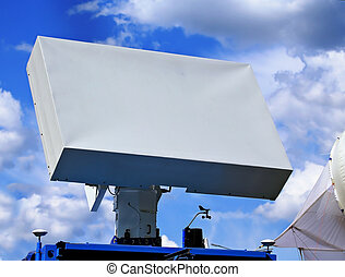 Radar antenna - Antenna with the suppression of surface...
