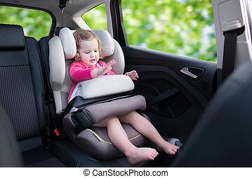 poco, niña, en, coche, asiento,