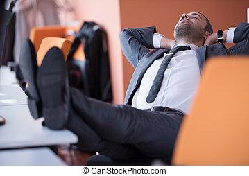 Business, homme, à, les, bureau,