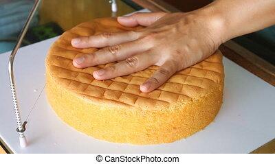 Baker slice a cake in half