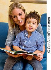 madre, y, hijo, lectura, Un, libro,