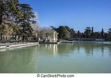 Lake in Retiro park, Madrid Spain
