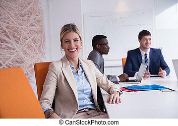 empresa / negocio, mujer, en, oficina,