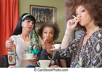 Fumar, bebida, amigos, tres