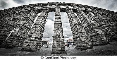 Old Roman aqueduct at Segovia. - The old Roman Aqueduct in...