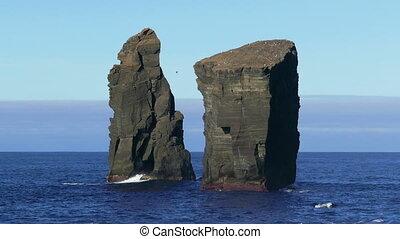 Waves Atlantic Ocean Breaking onto Rocks - Waves Atlantic...