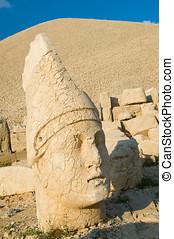 Statues on Nemrut mountain