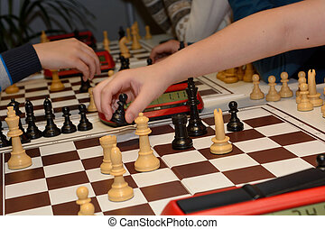 People play chess - Blitzschach wird gespielt