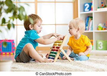 niños, niños, juego, con, ábaco,