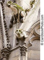 Notre Dame gargoyles statues, Paris - Paris, Notre Dame...