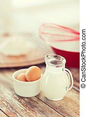 jugful, de, leite, ovos, em, Um, tigela, e, farinha,
