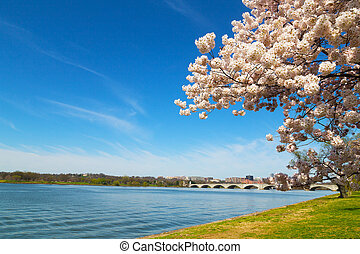 Arlington Memorial Bridge across Potomac River in Washington...
