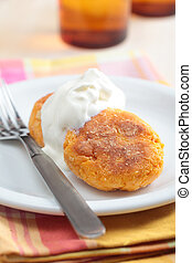 Carrot burgers with sour cream