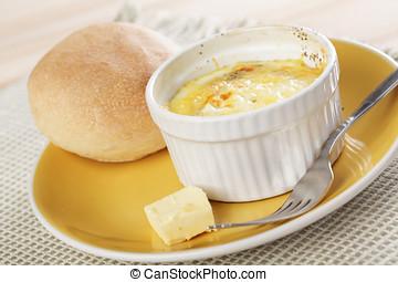 desayuno, con, suizo, Diseñar, cocido al horno, huevos,