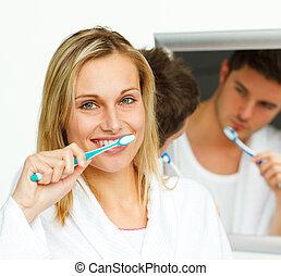 Retrato, atraente, mulher, Limpeza, dela, dentes, dela,...