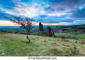Caradon Copper Mines - Old disused mine buildings and ruins...