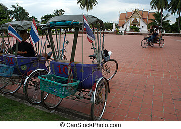 Tricycle taxi .