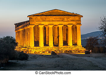 temple - The glow of columns at the temple of concord