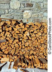 Legna tagliata con ascia - cut wood with ax