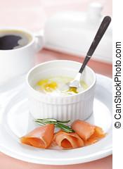 cocido al horno, huevos,  Salmón, desayuno