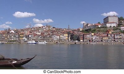 Porto skyline pan river Douro, rabelos - Dom Luis Bridge...