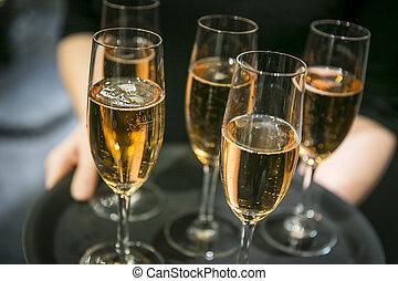vassoio, con, champagne, glasses, ,