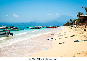 Paradise beach at Nusa Lembongan, Indonesia - Turquoise...