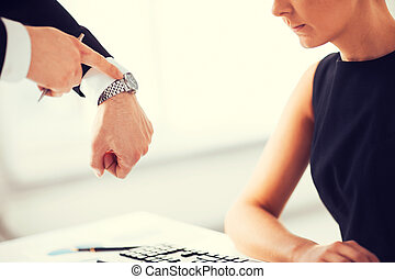 jefe, y, trabajador, en, trabajo, teniendo, conflicto,