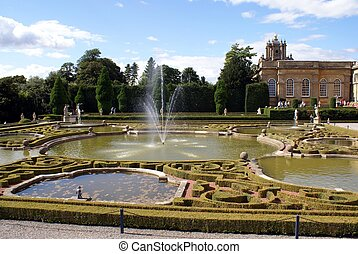 Blenheim Palace fountain - fountain of a tourist attraction...