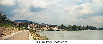 SZENTENDRE, HUNGARY, house at steet in summer - SZENTENDRE,...