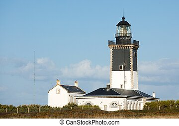 lighthouse and guardian house - Pen-Men powerful lighthouse...