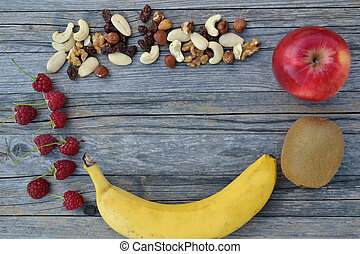 Food and Copy Space - Obst, Huelsenfruechte und Beeren -...