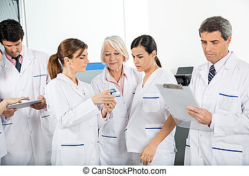 médico, equipe, trabalhando,