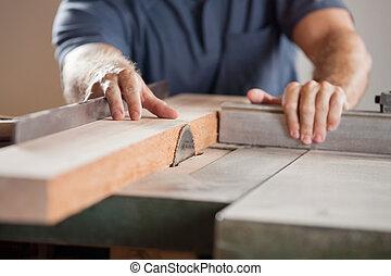 Midsection, de, charpentier, découpage, bois,...