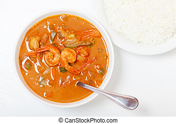 Thai red curry with shrimps, carrots, peppers and onion