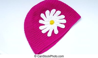 Girls Crochet hat - Pink crochet hat with white flowers