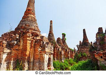 Sagar, Lake Inle, Myanmar - Stupas in Sagar - 108 stupas...
