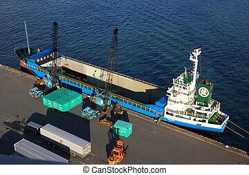 Tokyo Bay industry - TOKYO BAY - NOVEMBER 2014 - Shipping...