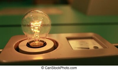 Incandescent light bulb flashes