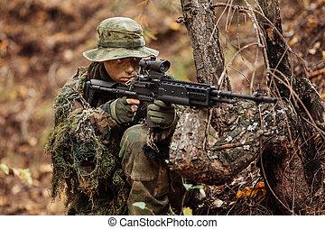 soldado, Apuntar, por, el, alcance,