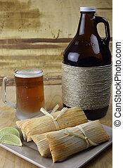 microbrew, cerveza, y, Tamales,