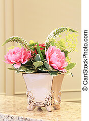 Floral arrangement - Classic floral arrangement in an...