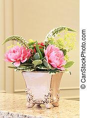 Floral arrangement - Classic floral arrangement in an...
