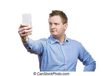 hombre, toma, selfie, de, sí mismo,