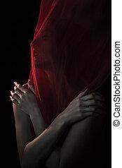 menina, posar, com, vermelho, tecido,