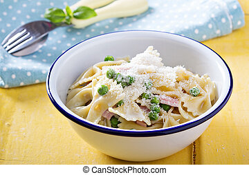 Bow ties pasta with ham and green peas - Bow ties pasta with...