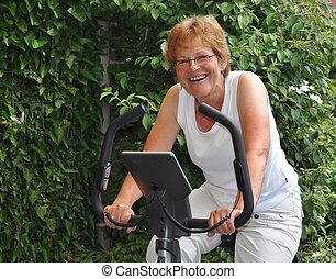 anciano, mujer, entrenamiento
