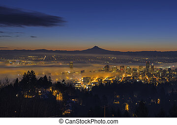 Fog Rolling in at Dawn over the cityscape of Portland -...