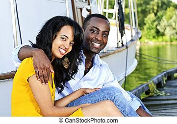 heureux, couple, devant, yacht